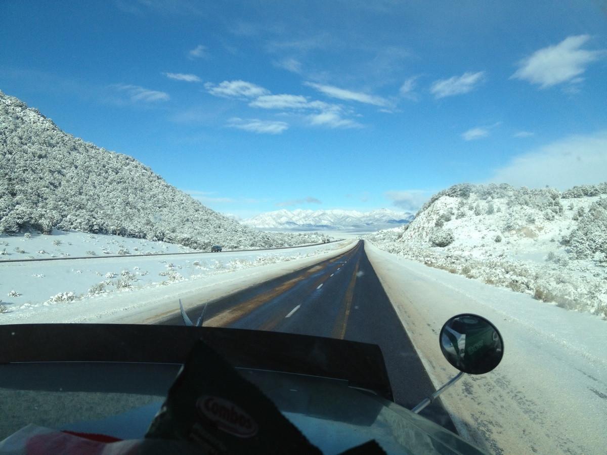 Dashcam zicht vanuit vrachtwagen